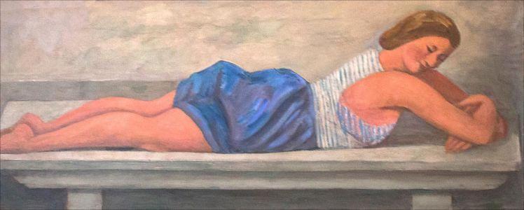 Monique Desvallières sur le banc de pierre